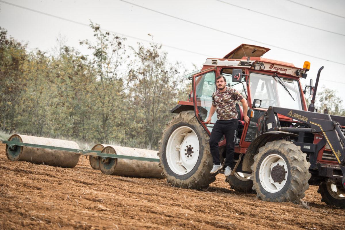 201812061219599251 1200x801 - Πρωτότυπο ημερολόγιο από νέους αγρότες στη Σκοπιά Φαρσάλων
