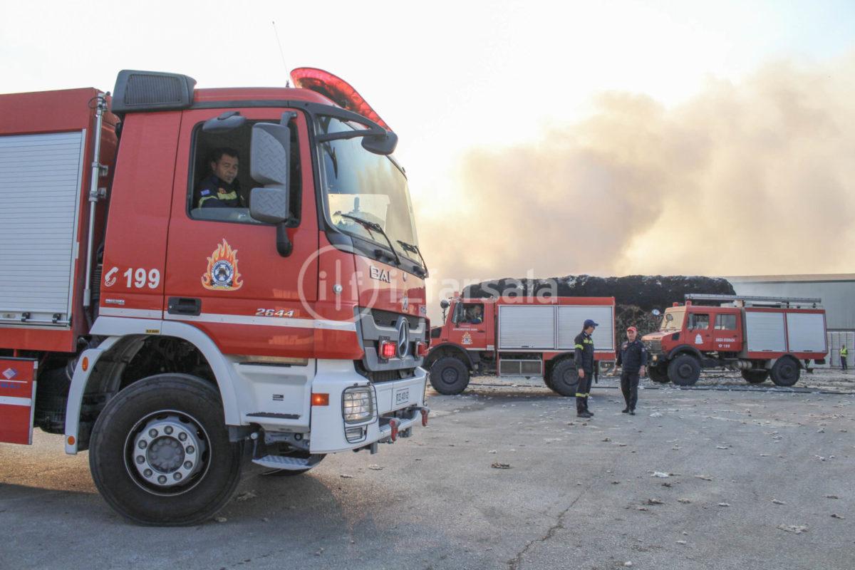 201910190800112211 1200x800 - Φωτιά στο εκκοκκιστήριο στα Φάρσαλα (φωτο)